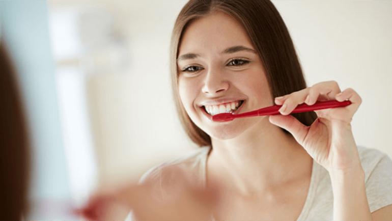 Sistema Conselhos alerta: higiene bucal pode ajudar na prevenção de complicações da Covid-19